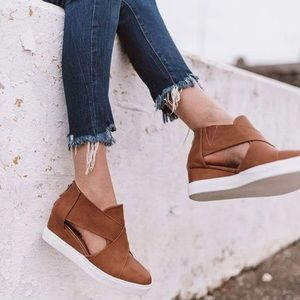 """PRICE FIRM ▪️NO OFFERS """"Maya"""" Cutout wedge sneaker"""